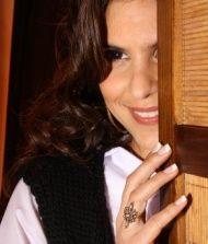 ALINE BARROS >http://www.vagalume.com.br/aline-barros/