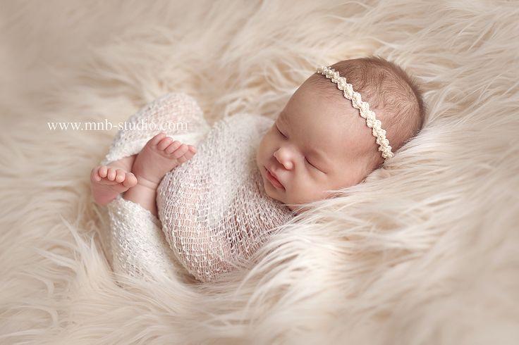 Всем малышам сладких снов. А для фотографов новорожденных небольшая новость😊. Все-таки открыла второй профиль @mnb_props👈Массового изготовления не будет,все вещи в 2-3 экземплярах. Трудится над ними моя любимая вязальщица и дизайнер . Вот такую повязочку уже можно заказать в @mnb_props#фотографноворожденныхпермь #фотостудиядляноворожденных #ногтипермь #малыш #новорожденный #newborn #mnbstudio #беременяшки #беременность #скоророды #ябеременна #newbornphotographer #семья #счастье…