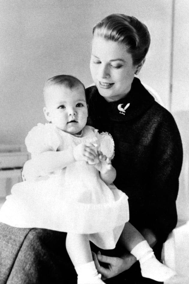 Avec sa mère Grace Kelly, janvier 1958