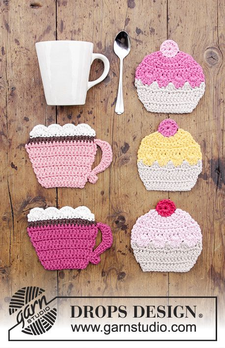 Breakfast Cupcakes / DROPS Extra 0-1384 - Crocheted coasters with cup and cupcake. Piece is crocheted in DROPS Paris.