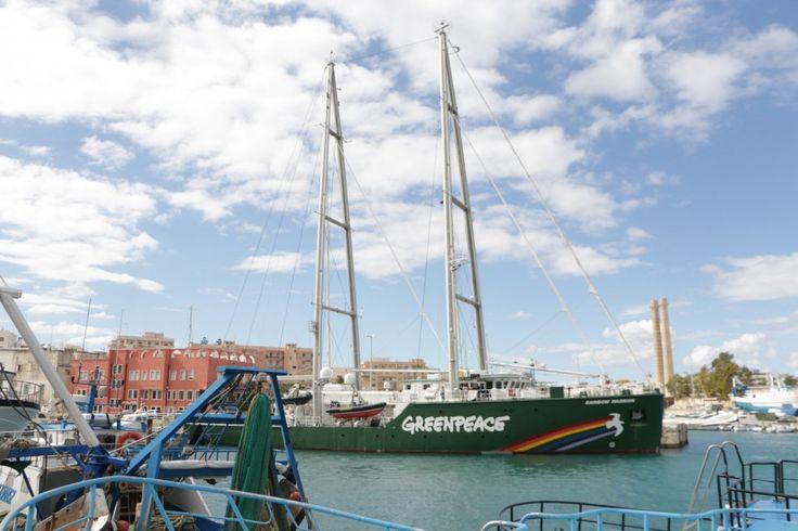 Con la 'Rainbow warrior' per diffondere la cultura delle energie alternative. è partito dalla Puglia il tour con cui Greenpeace Italia,