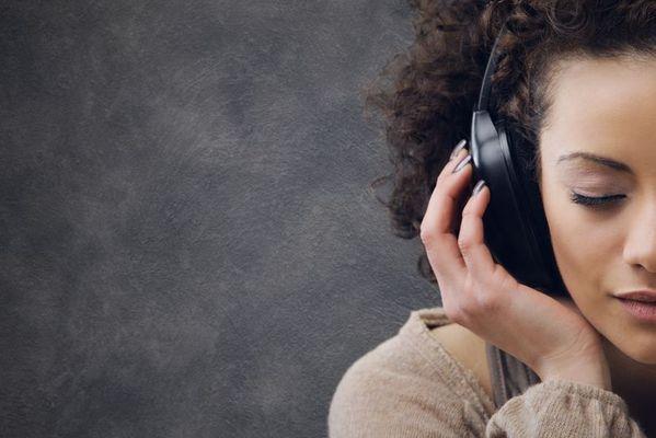 ¿Quieres escuchar música gratis de forma legal? ¡Utiliza las plataformas de música online gratis! Te enseñamos las mejores para evitar el silencio