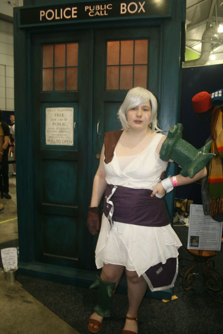 Sarah-Jane as Riven from Legue of Legends outside the Tardis