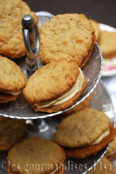 Les gourmandises d'Isa: BISCUITS SANDWICHS À L'AVOINE ET AU BEURRE D'ARACH...