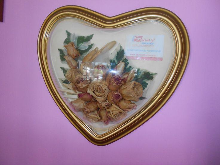 Para una novia muy romantica que desea preservar sus flores que llevo al altar, dentro de un marco muy especial #specialty.mx