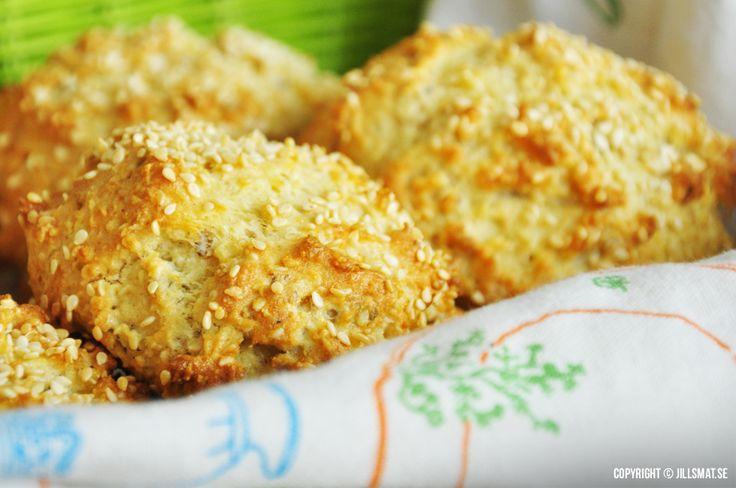 Riktigt goda glutenfria frallor som påminner mycket om scones i konsistensen. Går väldigt snabbt att göra också. Mannen...Läs mer