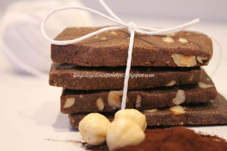 Biscotti con cacao e nocciole..semplici e friabili.. |