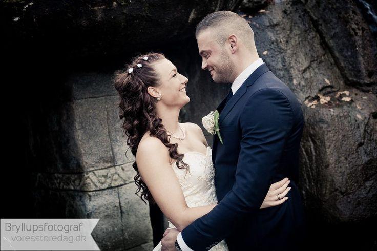 Rold Gammel Kro bryllup tæt på Hobro. En smuk bryllupsdag sammen med brudeparret. Bryllupsfest, reception og vielse i Astrup kirke. Rold Gammel Kro Hobro.
