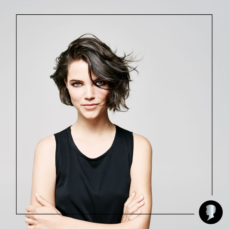 Molto più versatile di quanto sembri, il caschetto può essere acconciato in tanti modi diversi. Scopri  i più trendy: http://www.testanera.com/skit/it/home/hair_styling/tendenze_hairstyle/stylings_trendy/2016-acconciature-per-il-caschetto.html  #Testanera #haircare #haircolor #hairstyling #newlook #brunette #darkhair #bob #hairlook #capelli #acconciatura #brunette #newlook #hairrepair #beautytips #diy #caschetto #capellicorti #shorthair #waves #hairwaves #beachwaves #shortbob #haircut