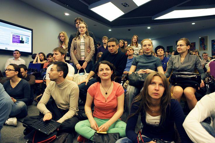 (4) Frank Pucelik conduce seminarii / formari specializate adresate studentilor, pentru organizatii internationale (ex. Peace Corps), sustine 5 centre de reabilitare pentru persoane dependente de droguri in Ucraina, sustine formari de specializare in Europa, S.U.A., Australia. Este speaker la evenimente de top, precum conferinte, congrese, forumuri si alte evenimente educative din Ukraina. http://www.aisucces.ro/evenimente/nlp-training-frank-pucelik/