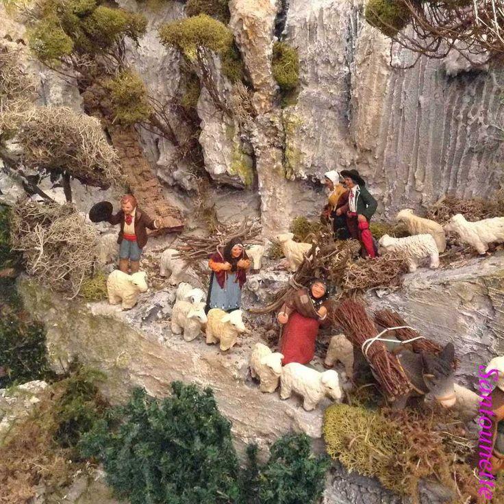 Les villageois les plus humbles sont venus avec des fagots pour réchauffer le futur bébé.