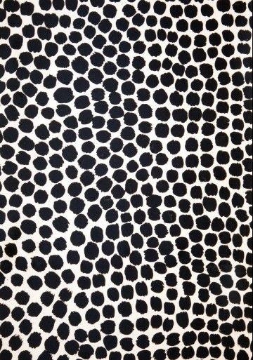 LS22 // black and white pattern // irregular dots