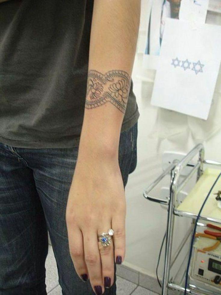 die besten 25 tattoo unterarm frau ideen auf pinterest tattoos unterarm rose tattoo unterarm. Black Bedroom Furniture Sets. Home Design Ideas