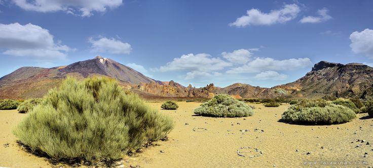Otra de las visitas obligatorias en Tenerife es el Teide. Con una altitud de 3.7182 metros sobre el nivel del mar y 7.500 metros sobre el lecho oceánico, es el pico más alto del país, el de cualquier tierra emergida del océano Atlántico y el tercer mayor volcán de la Tierra desde su base en el lecho oceánico. La altitud del Teide convierte además a la isla de Tenerife en la décima isla más alta del mundo.