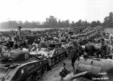 A Sherman tank convoy in the Leclerc Division. Photo: Basse-Normandie Regional Council / National Archives USA