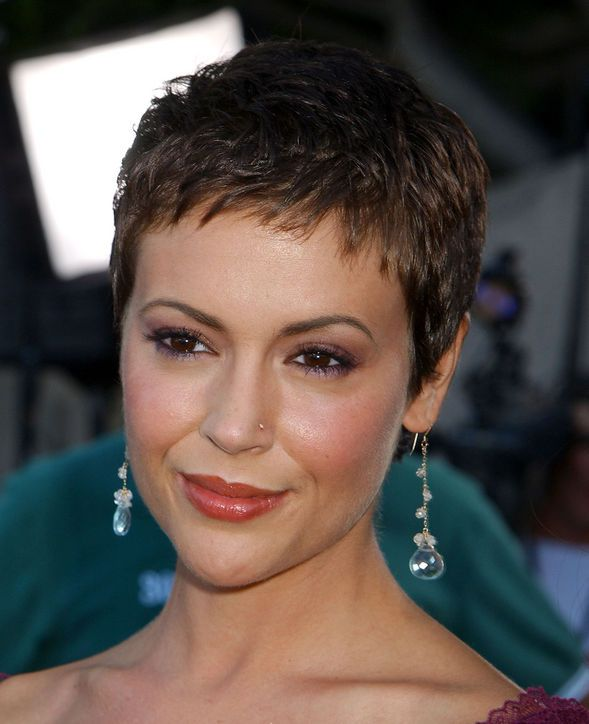 Must-See: Alyssa Milano Chopped Her Hair Into a Pixie!