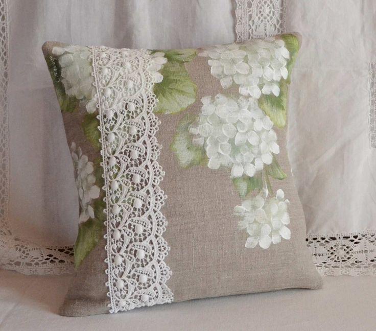 Housse de coussin en lin fleurs hortensias blancs : Accessoires de maison par french-deco-chic
