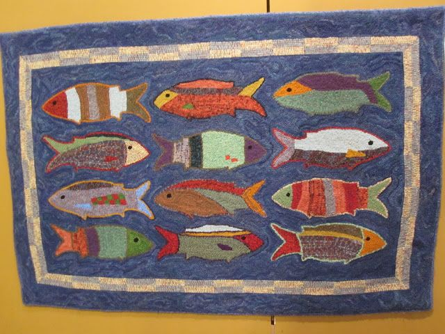 Simple Little School Of Fish Rug Once Again I Am Thinking Of A New Rug Design And January Is Always A Go Rug Hooking Patterns Hooked Rugs Primitive Rug Hooking