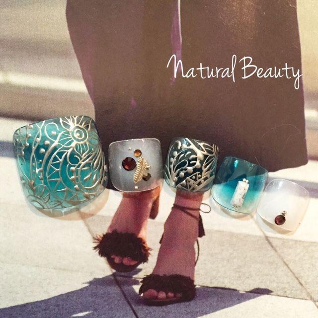 ネイル 画像 Natural Beauty 赤坂 1641879 クリア 青 白 エスニック アンティーク チーク フェザー 夏 リゾート 海 ソフトジェル フット ショート