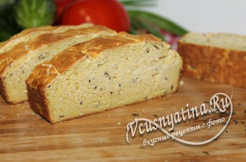 Кукурузный хлеб в духовке похож по вкусу на печенье. Тесто замешивается просто и без дрожжей. Рецепт с фото по шагам.