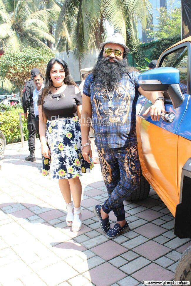 Dr.MSG and Honeypreet Insan's movie HIND KA NAPAK KO JAWAB is going outstanding throughout India !!