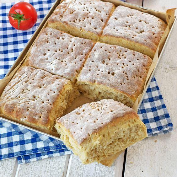 Saftigt morotsbröd som du kan baka ut till rutor eller som en rund kaka. Bakat t mamma 4/2-16 men m äpple.