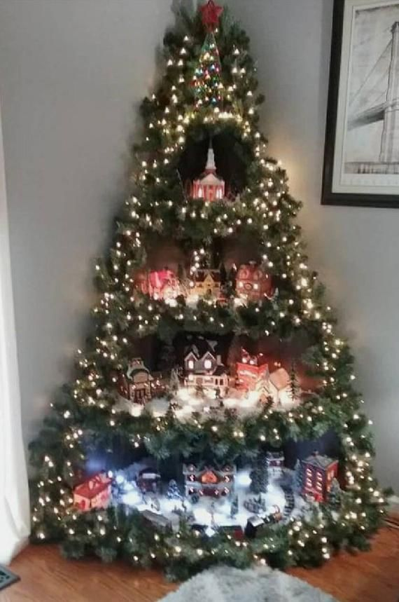 Il S Agit D Un Grand Coin Village Affichage C Est Ideal Pour Les Endroits Avec Peu D Espace C Wall Christmas Tree Corner Christmas Tree Wooden Christmas Trees