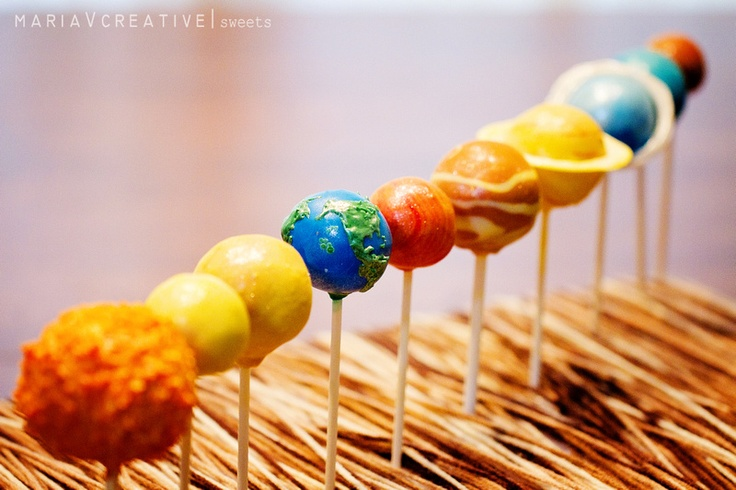 Solar System / Planet Cake Pops by mariaVcreative