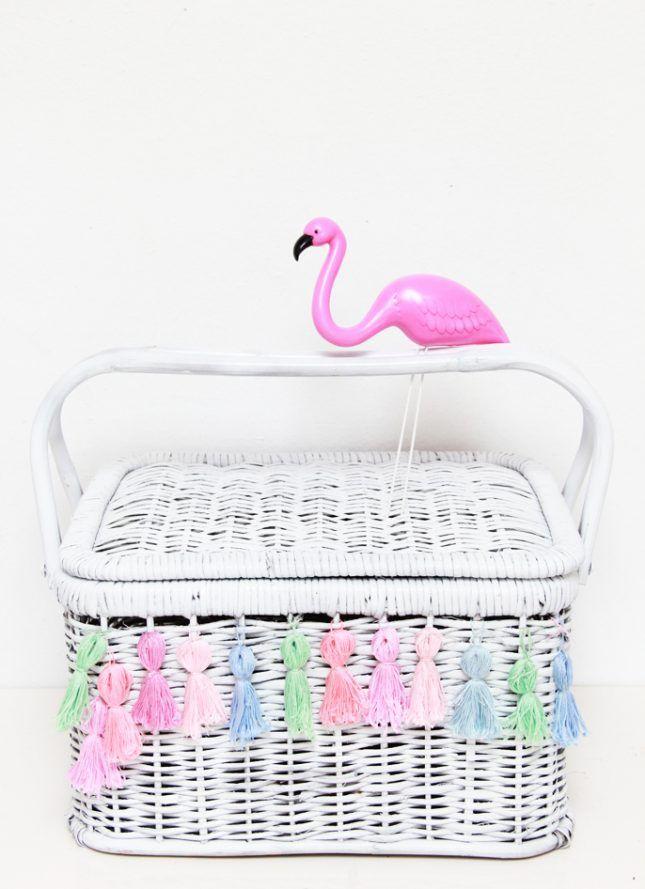 17 Stylish Picnic Baskets You Can Buy or DIY | Diy tassel ...