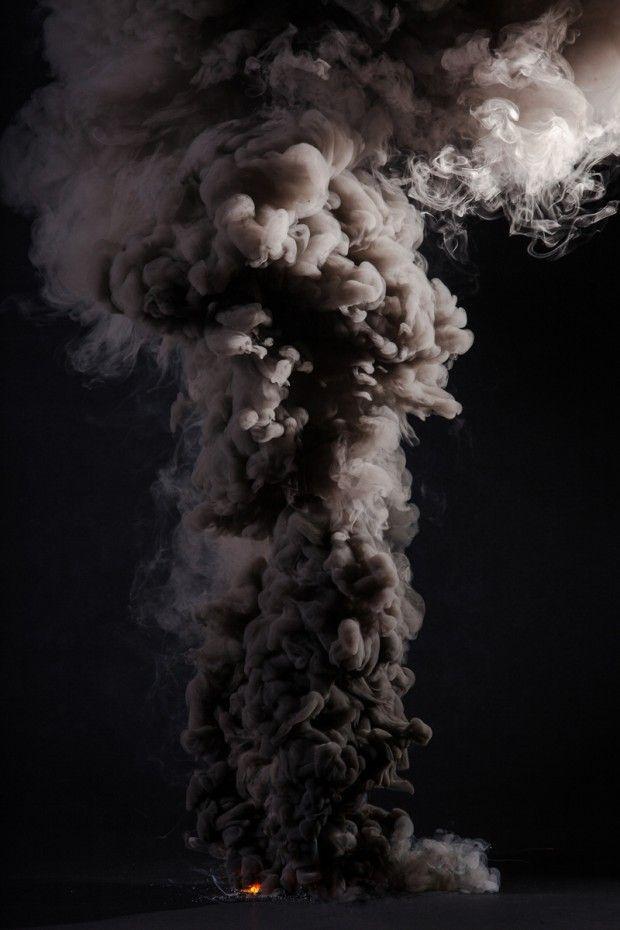 Avec cette série expérimentale « Controlled Burns », il développe l'opposition et la contradiction que peut avoir le feu pour l'être humain. « Le feu est une force naturelle puissante et dévastatrice que nous exploitons pour notre plus grand bien « . C'est également le seul élément naturel que nous pouvons créer sur demande.