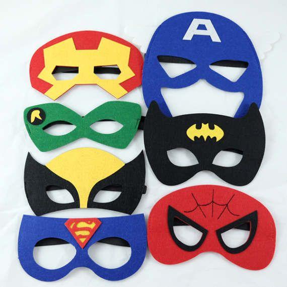 Estas máscaras de superhéroes le llevará su partido en el mundo imaginario de los superhéroes. Cada set incluye 7 máscaras - Batman, Superman, Spiderman, Wolervine, Captian America, Robin y el hombre de hierro. Visite nuestra tienda en www.simplyconfetti.com para más ideas de partido.