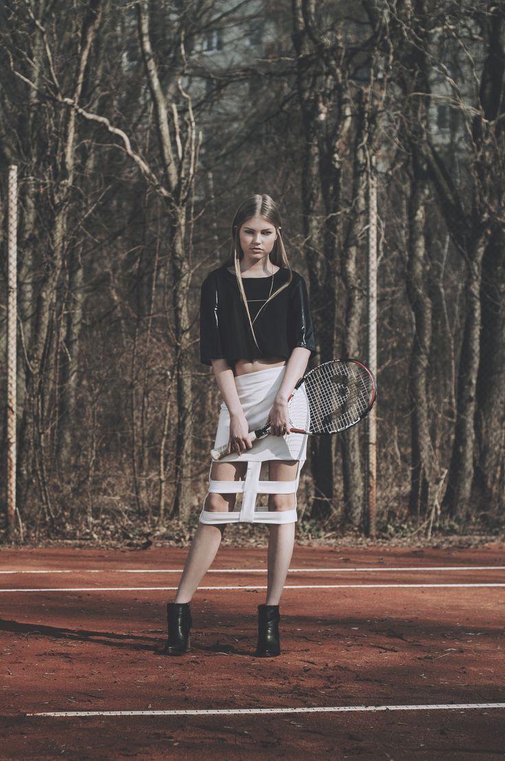 Confashionmag.pl MOVE ISSUE PH: Katarzyna Czerniak Model: Zuzanna Kaczmarek Make-up: Klaudia Kamińska Stylist/Hair: Dominika Szatkowska