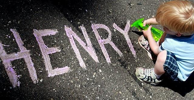 fizzy sidewalk paint with squirtgun