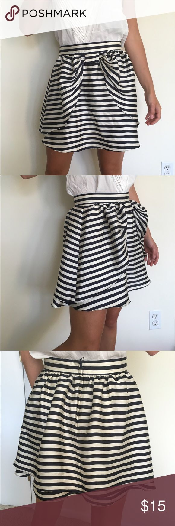 Cute H&M Striped Skirt Navy and Cream Size 2-4 This is an awesome skirt that I've had for a few years and always looks really cute. It is a size 6 but since this is H&M it is more like a US size 2-4. I am 5ft 4 and 118 pounds and this skirt fits well. H&M Skirts Circle & Skater