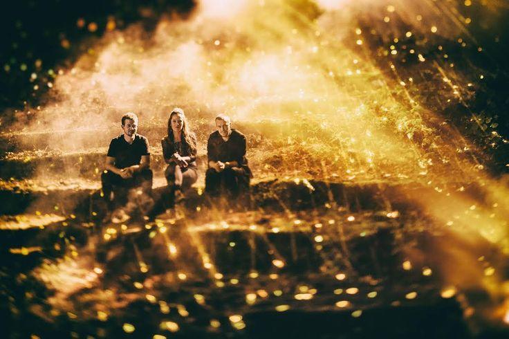 Trad.Attack! on virolainen folk power-trio, joka kierrättää kansanmusiikkia uusiksi. Vuonna 2014 perustettu yhtye koostuu kolmesta kansanmusiikin ammattilaisesta, joiden hauska kokeilu, omakustanne EP, olikin hitti. Debyyttialbumi Ah! voitti useita Estonian Music Awards –palkintoja, ja yhtye on kiertänyt ympäri maailmaa omaleimaisen musiikkinsa kanssa. Kuuntele Kuukeke, tiedät mistä on kyse. Yhtye esiintyy 31.3. Venäjän kulttuurikeskuksessa. #tradattack #eckeröline #tallinnmusicweek…