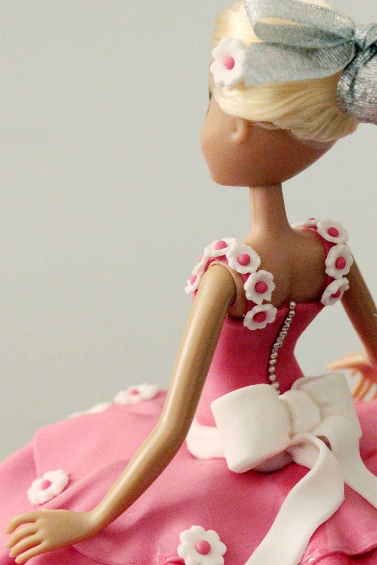 Torta barbie, particolare della decorazione in pdz del vestito