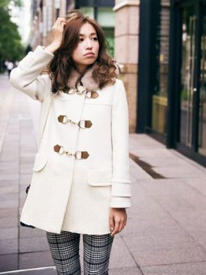 秋冬は白のダッフルコートでとことん可愛いのが今っぽい♡♡♡ - NAVER まとめ