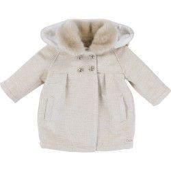 Manteau ivoire Chloé en tissu fantaisie lurex avec capuche amovible, col en fausse fourrure amovible, boutons gravés et broderie Chloé. Vendu sur cintre Chloé et sous housse transparente.