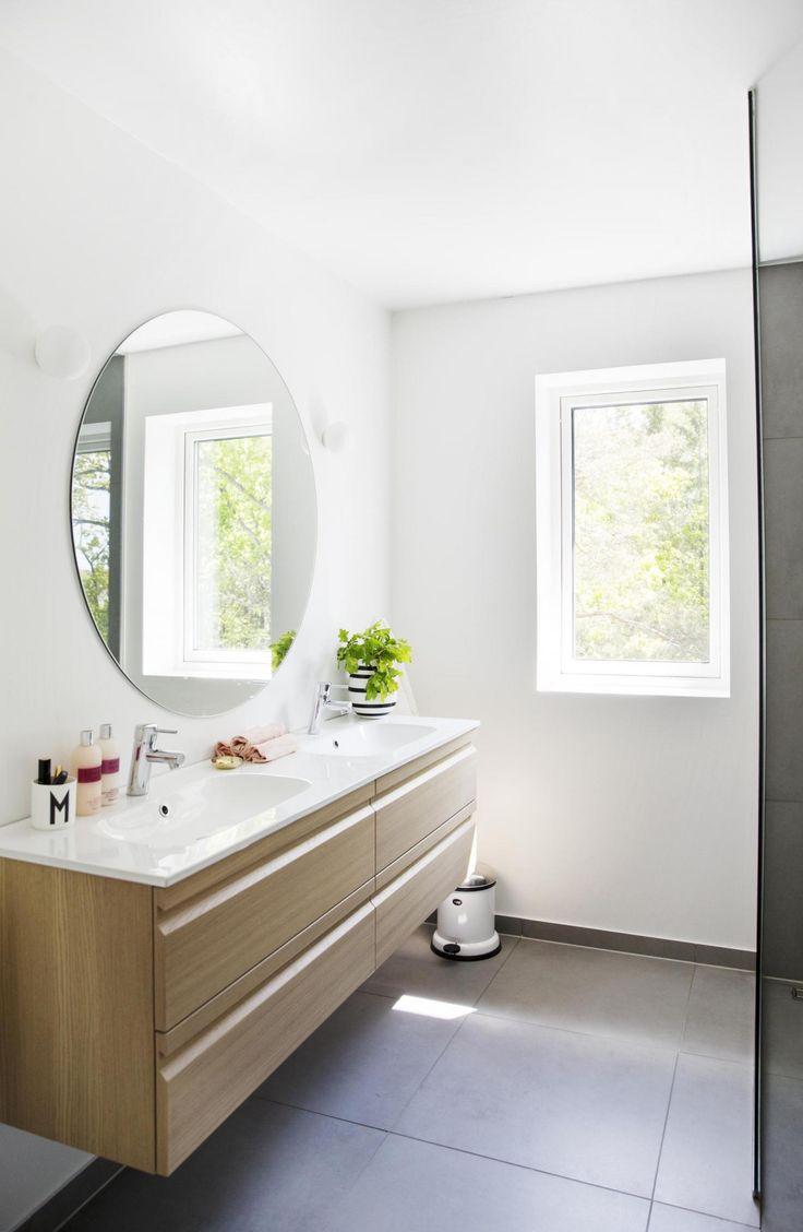 les 25 meilleures id es de la cat gorie serviteur wc sur pinterest hautes armoires de salle de. Black Bedroom Furniture Sets. Home Design Ideas