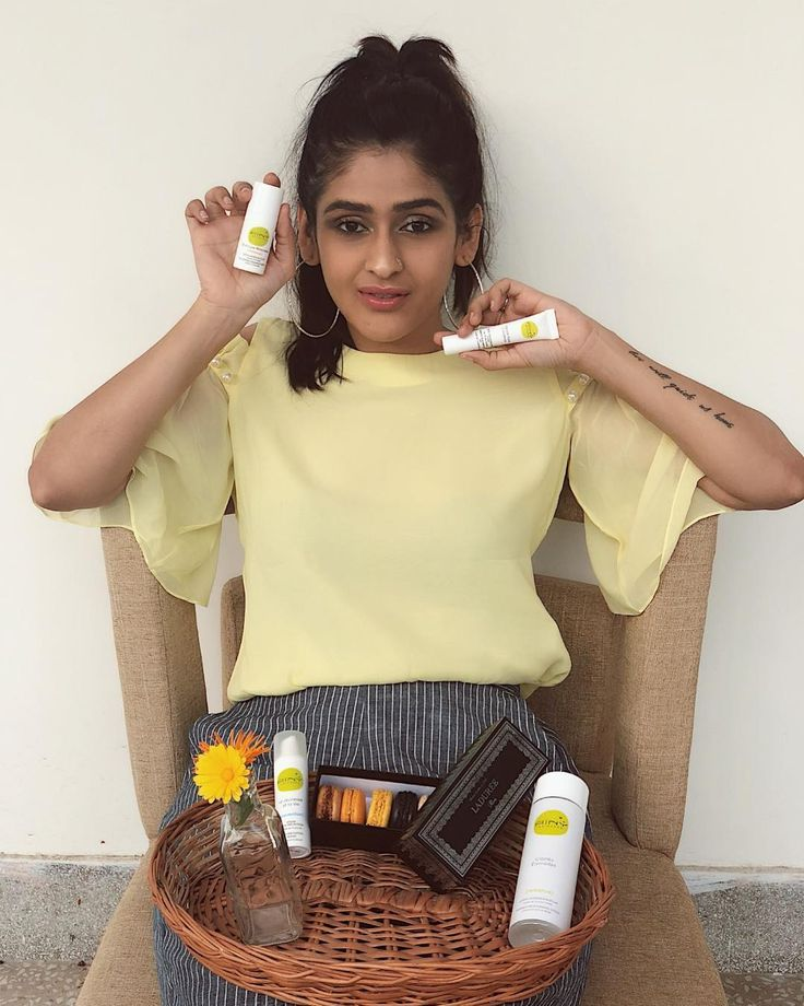 Bringing the sunny side of Paris {from the freezing status quo} to India with me as I share with you these amazing vegan skincare products from @ainyfrance . Love the fact that these are all do hydrating and I especially love this light and easy on my skin anti-ageing serum. The hydration lotion is SO light and not creamy yet hydrating.  The products that I picked up in Paris: 1. Radiance moisturising lotion 2. Nourishing radiance serum 3. Anti-ageing:line preventing serum  4. Make up…