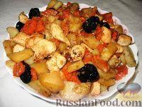 Фото к рецепту: Цимес из картофеля, курицы, изюма и чернослива
