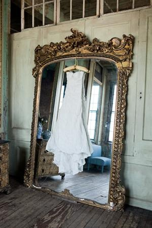 Love both the dress and the mirror...wow.