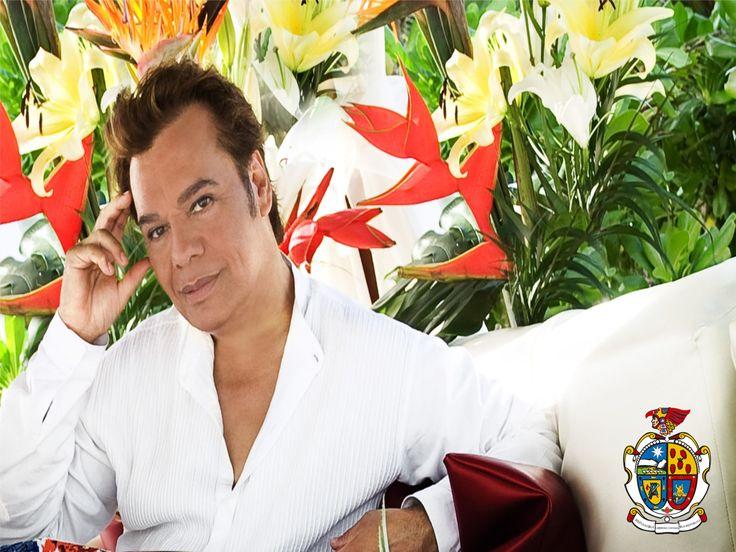 """TURISMO EN CIUDAD JUÁREZ. Alberto Aguilera """"Juan Gabriel"""" Nació el 7 de enero de 1959 en Páscuaro, Michoacán. Al morir su padre, la familia se trasladó a Ciudad Juárez. A la edad de 4 años Alberto Aguilera ingresó como interno a la Escuela de Mejoramiento Social para Menores, en donde permaneció por 8 años. En 1966 debutó como cantante en el """"Noa Noa"""". En 1971 grabó su primer disco que contuvo éxitos como """"No tengo dinero"""". A través de los años ha ido creciendo su éxito como canta-autor…"""