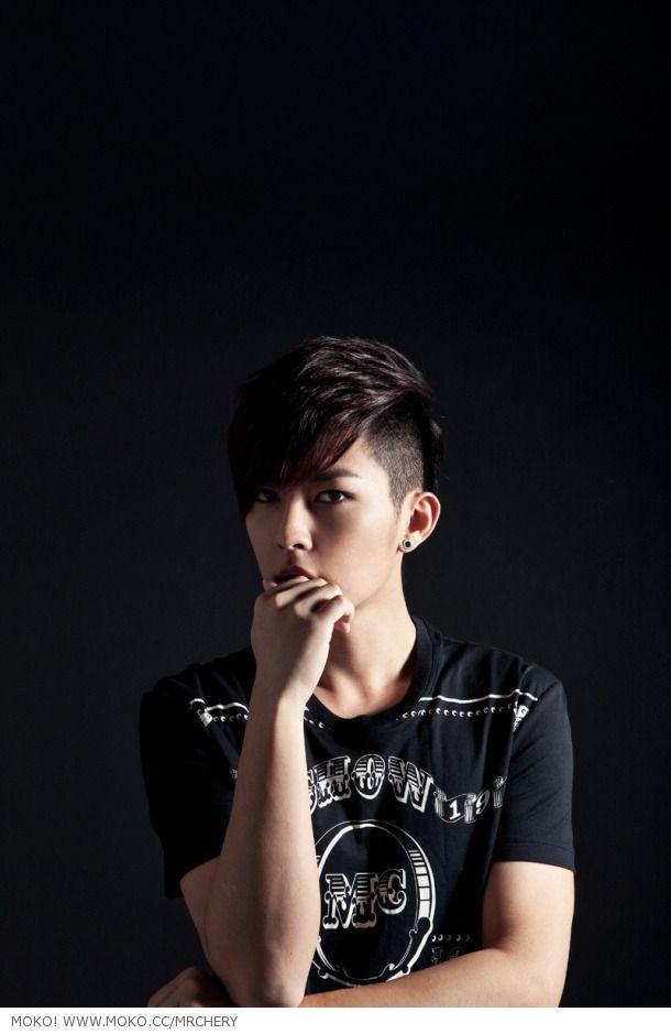 SuPer StaRs: Aaron Yan showed his charm along various magazine