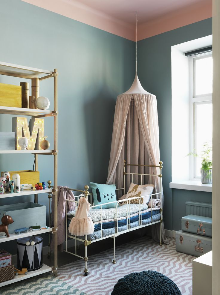 Perfect colors for the children's room. The blue wall color goes so well with the pink ceiling painted in Landsort.