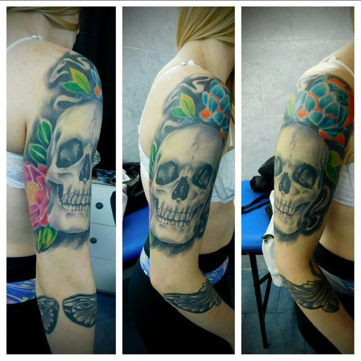 #proceso #tattoo #ink #skull #flores #sleeve #holyfamilytattoostudio