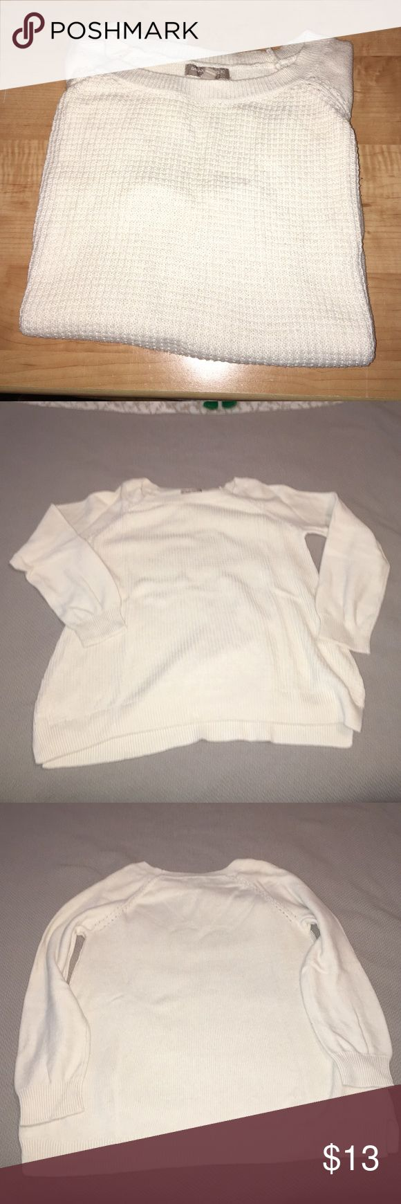 Banana Republic White Sweater Banana Republic White Sweater. Has been worn, but no stains! Super cute with skinny jeans and chunky heeled boots. Banana Republic Sweaters Crew & Scoop Necks