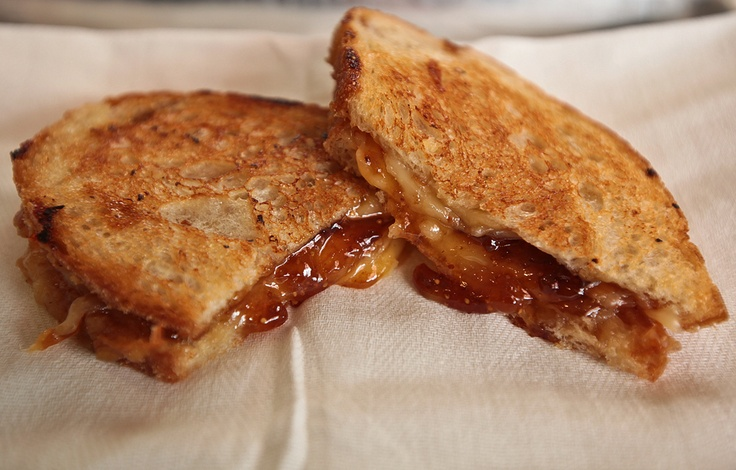 smoked gouda and fig grilled cheese sandwich