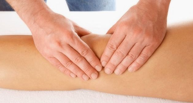 Massagem nos joelhos