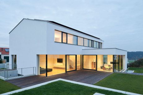 Satteldach l form landshut h user pinterest haus for Modernes haus glasfront
